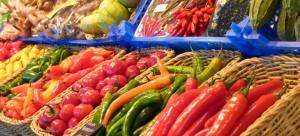 Gemüseregal im Supermarkt